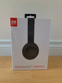 Beats Solo 3 Wireless Headphones (Matte Black) BRAND NEW SEALED Vancouver, V5M 2Y3