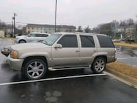 Cadillac - Escalade - 2000 District Heights