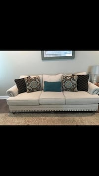 New Anne White Linen Couch Hampstead, 28443