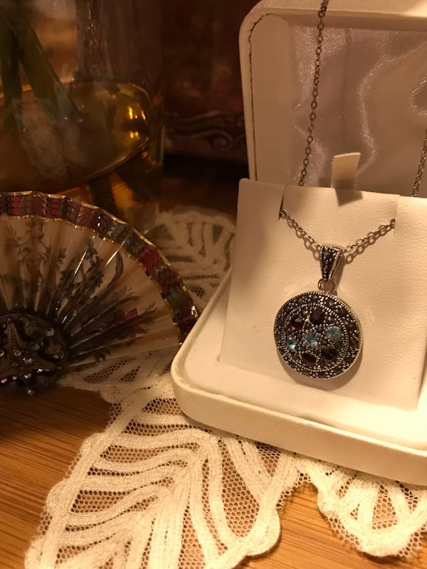 Beautiful! Silver genuine Marcasite Necklace with Crystal Stones dca9c357-ac32-44ec-a940-030cd876643d