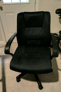 Padded rolling office chair.  Centreville, 20120
