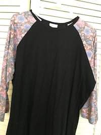 black and multicolored floral crew-neck raglan shirt