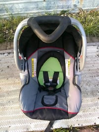 baby's gray and black car seat carrier Junction City, 43748