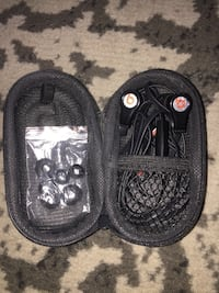 Beats in ear headphones with phone piece, case and extra ear buds Brampton, L6R