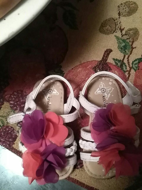 Used BABY sandals size 4 for sale in Pontotoc - letgo