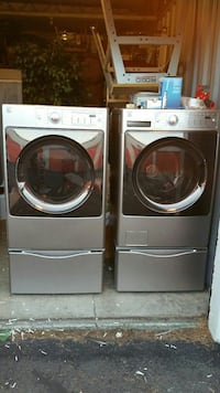 Kenmore Elite Washer & Dryer with Pedistal Stand   13 km