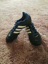 pair of black-and-blue Adidas cleats Akron, 44319