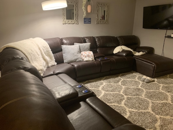 4 Piece Leather Reclining Sectional With Lounge Chaise Usado En