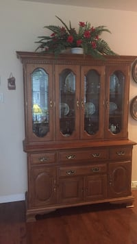 brown wooden china buffet hutch Saint-Zotique, J0P