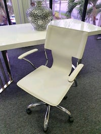 White Leather office chair  Pompano Beach, 33073