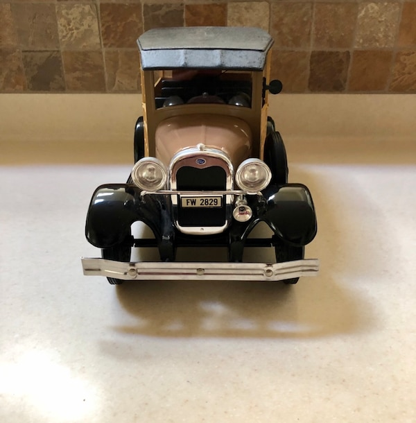 "JIM BEAM'S 1929 MODEL A FORD ""WOODIE STATION WAGON DECANTER  2"