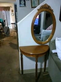Mirror and table for 50 Bakersfield, 93305