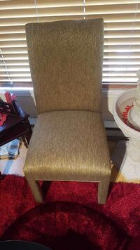 Gold chair very good condition Quebec, H8Z 1M4