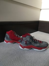 Under Armour Curry 2.5s Size: 11