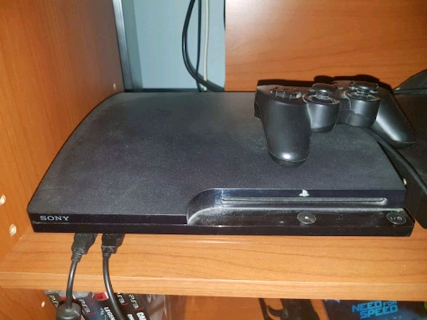 Ps3 slim 160gb + 4 joystick + 10 giochi
