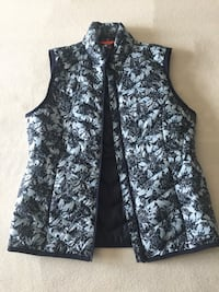 Woman's fall puffer vest Mississauga, L5M 2Y9