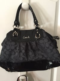 Women's black and gray coach shoulder bag New York, 11385