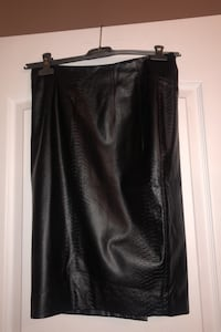 Woman's faux leather skirt  Laval, H7W 5M9