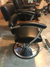 $150ea  2 hydraulic hair salon/stylist chairs *one heavy duty extra wide 350+ lbs/one reg size matching Cape Coral, 33914