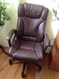 Leather chair, big, like new, small cat scratch. $30.00 dollars. Manhattan