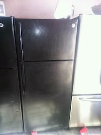 Ge top and bottom fridge black  2217 mi