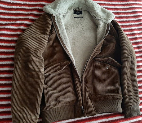 Pull and Bear mont 34d0811b-1677-4819-bad9-7b5bfd934ebd
