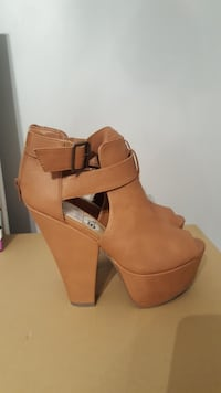 pair of brown leather open-toe chunky heel back-zi Surrey