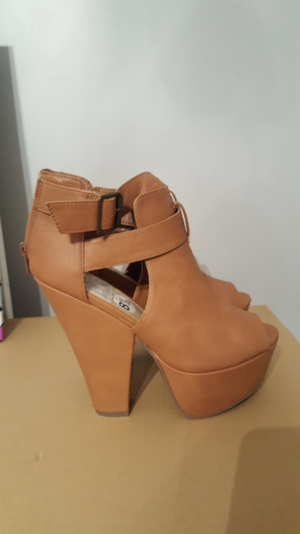 pair of brown leather open-toe chunky heel back-zi