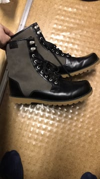 pair of black leather boots Vancouver, V5K 1Y4