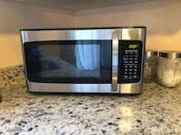 Stainless steel and black microwave oven Clicquot, 02054