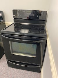 BLACK KENMORE ELITE GLASS TOP STOVE WITH CONVECTION 4 month warranty
