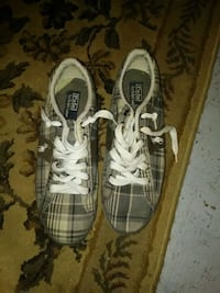 pair of brown-and-white low top sneakers Mississauga, L4W