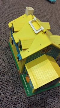 Fisher price antique house. As is. Vaughan, L4J 5L7