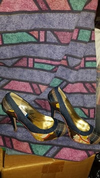 gold-colored-and-blue pointed-toe heels Capitol Heights, 20743