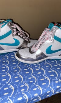 Woman's Nike Air Force wedges Columbia, 38401