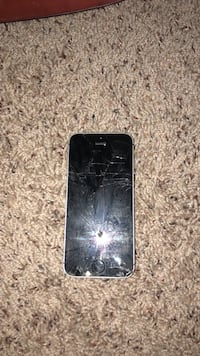 iPhone 5s cracked and unlocked and works  Streamwood, 60107