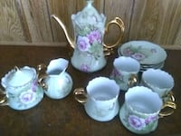 Floral and gold tea set Idaho Falls, 83402