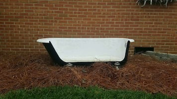 100 year old 5.5 ft cast iron claw tub couch
