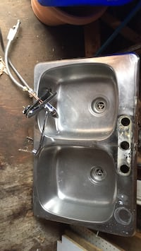 Sink and faucet $90.  Cash only upon pickup  Niagara-on-the-Lake, L0S 1J0