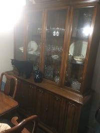 Walnut china cabinet great shape Barrie, L4M 2V5
