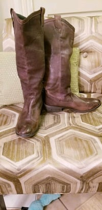pair of brown leather cowboy boots King City, L7B 1A3