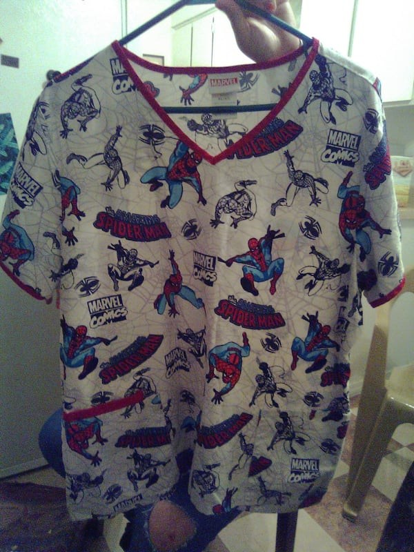 Spiderman scrub top 19559063-0052-4ecf-b51a-167d245da434