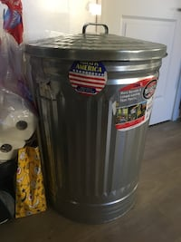 31gal trash can with lid