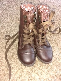 pair of brown leather boots Rockford, 61108