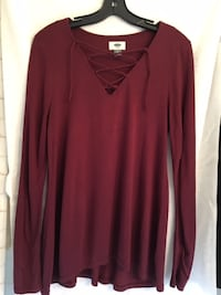 Old Navy burgundy long top, Ladies small - $10 Mississauga