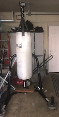 Everlast Stand with 100 lb. Punching Bag Elk Grove, 95624