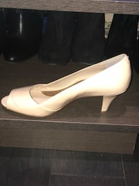 pair of white leather heeled shoes Toronto, M3M 1E7