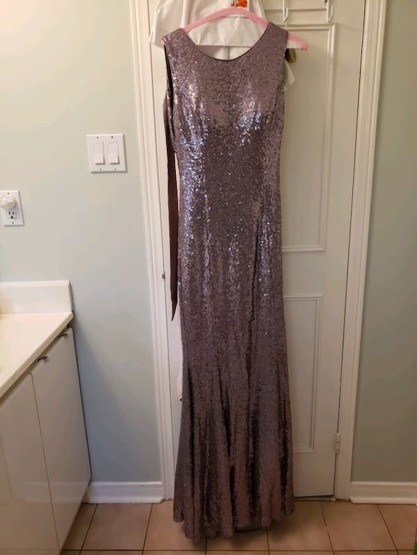 Formal evening gown 0fa546bb-8138-4f40-9175-b4ebf513e64c