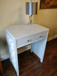 Adorable desk/table. Fresh new finish, bright and cheery Newmarket