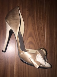 Size 6, Adrienne maloof, never out doors, worn around the house. 549 km